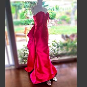 NWT Mermaid gown, with train